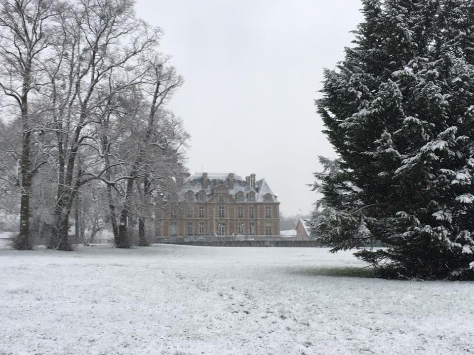Les Mureaux Chateau de Becheville sous la neige