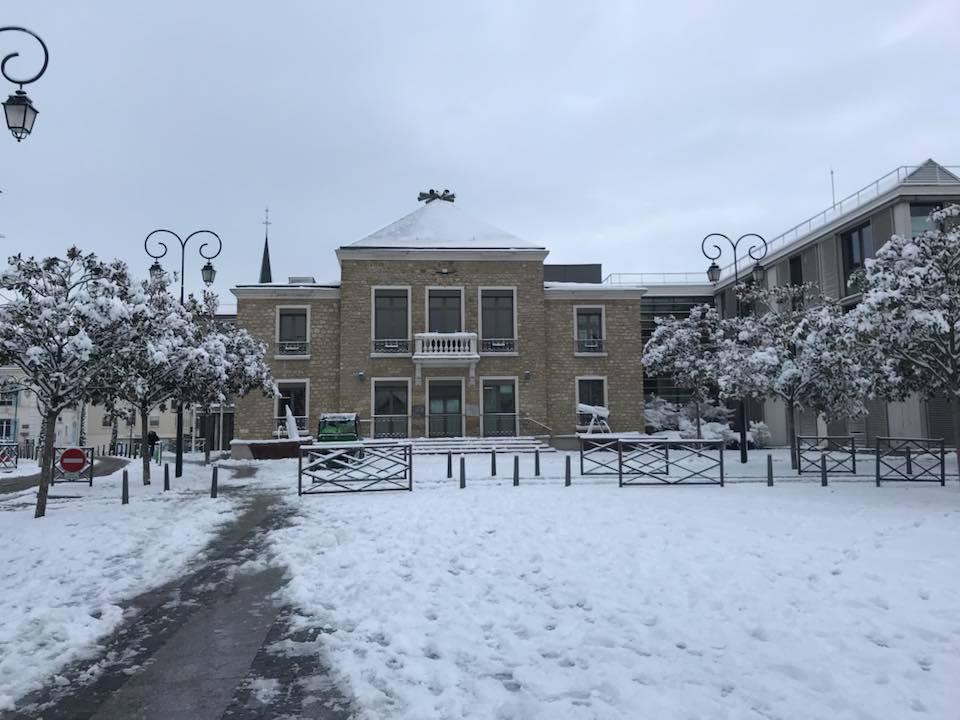 Mairie Les Mureaux sous neige